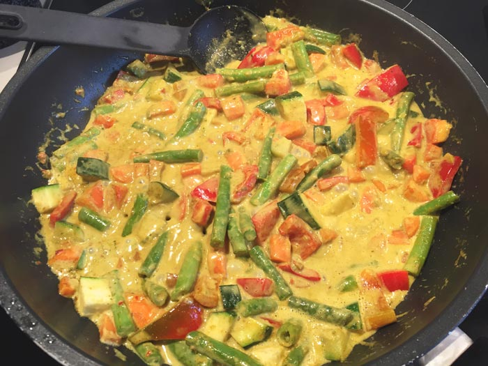 Yellow curry with shrimps - Karlijnskitchen.com