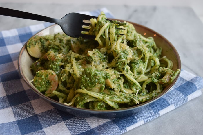 low fodmap spaghetti met garnalen en spinaziepesto (glutenvrij)