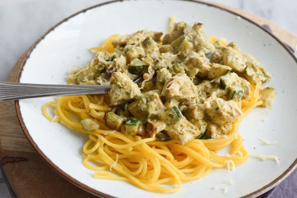 low fodmap pasta pesto with chicken (gluten-free, vegetarian option)